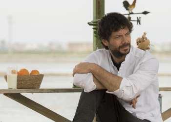 Il Molo Rosso su Rai 2 la nuova serie tv con Alvaro Morte
